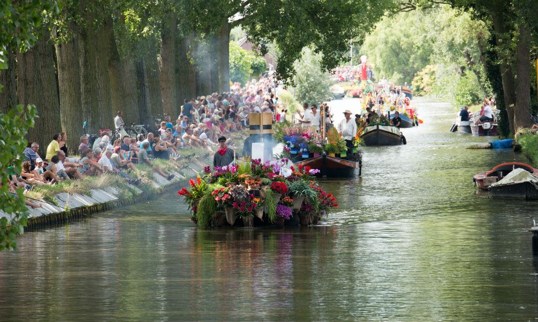 floating-flower-parade-varend-corso-delft.jpg