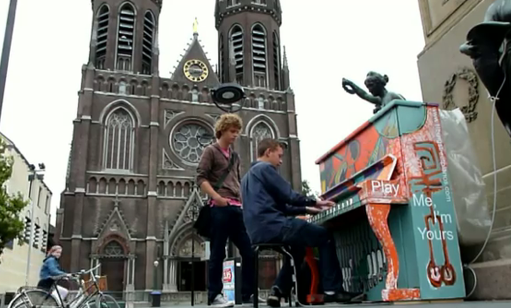 """[Tilburg] """"Play Me, I'm Yours"""""""