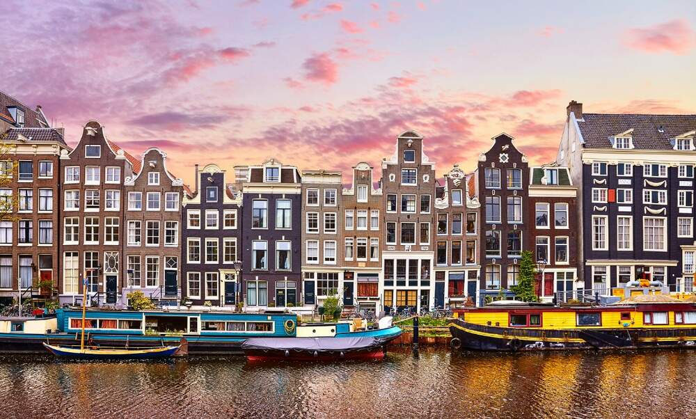 Airbnb use in Amsterdam decreases for the first time
