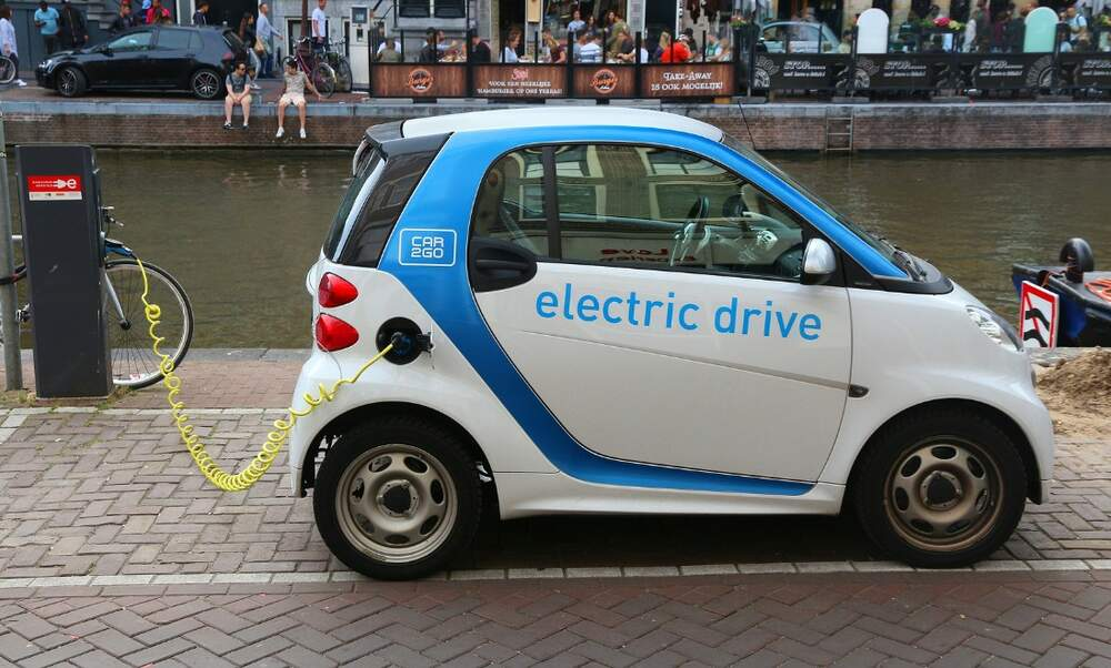Amsterdam plans to ban all but electric cars by 2030