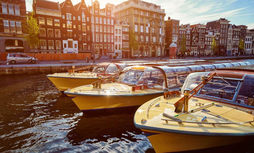 Alternative ways of exploring the waters of Amsterdam