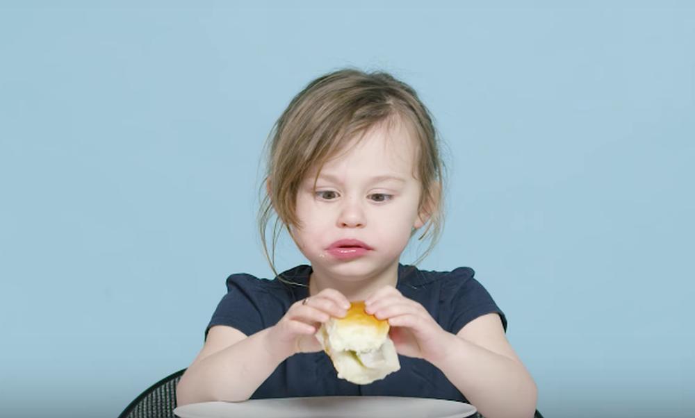 American kids try Dutch food
