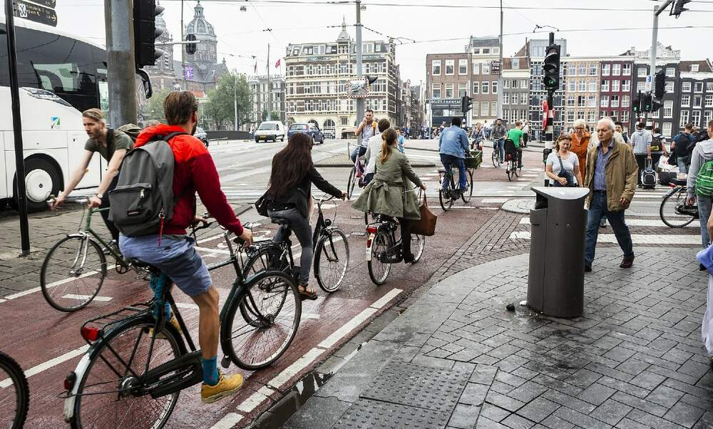 [Video] Top tips for navigating Dutch roads and surviving the bicycles