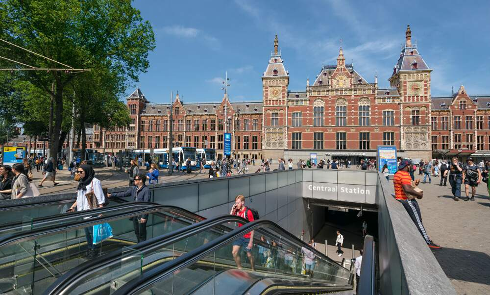 [Video] Amsterdam's North-South metro line opens after 15 years