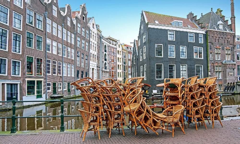 Dutch mayors start preparations for regional coronavirus lockdowns