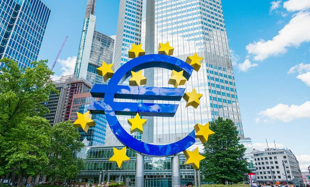 Why has the euro lost value against other major currencies?