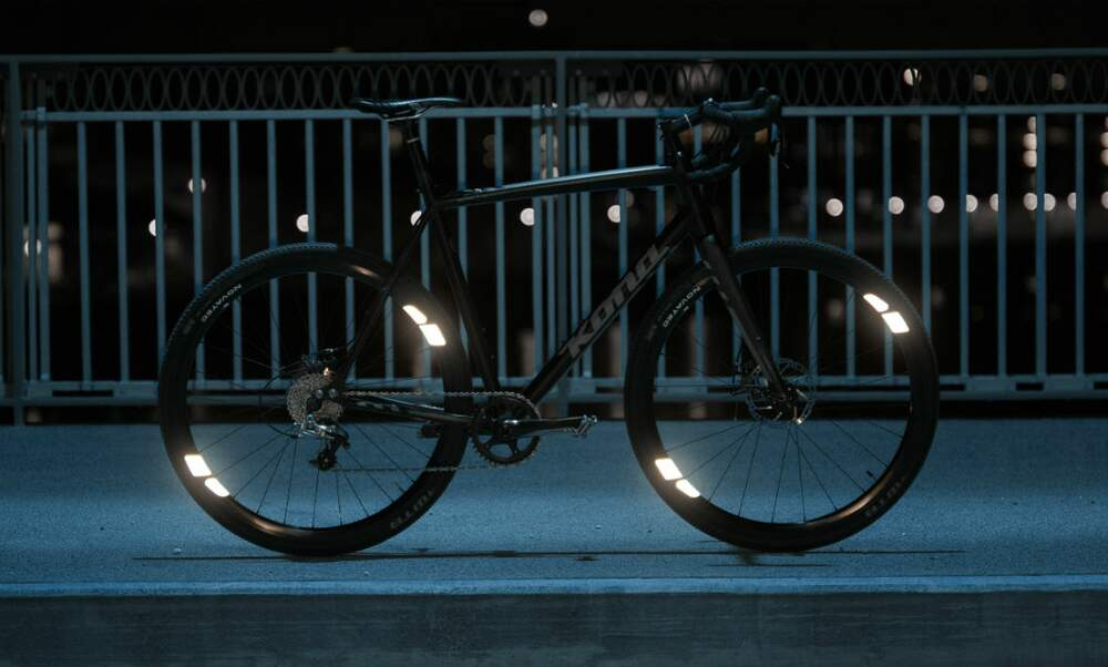 Cycle at night with 360 degrees visibility with the FLECTR 360 OMNI