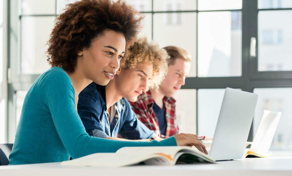 LoonZorg: Insurance policies for international students