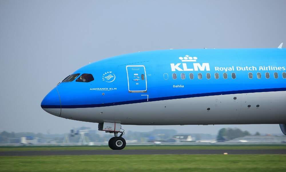 Fight on KLM flight as passenger refuses to wear a mask