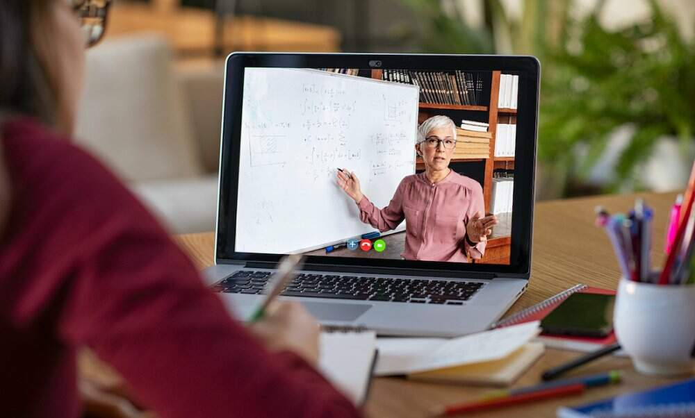 Online learning: its advantages and its future