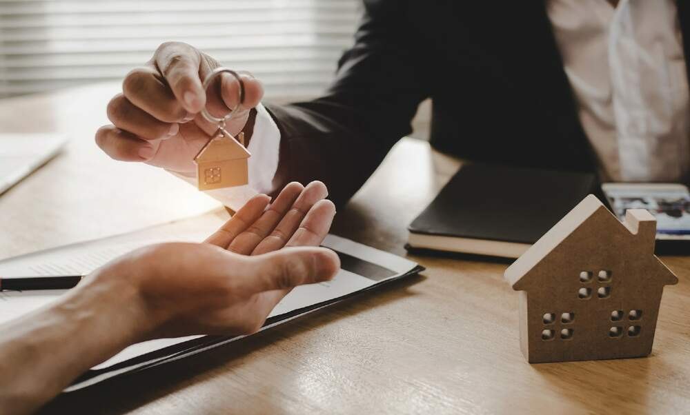 Mortgage adviser vs bank. Which is better?