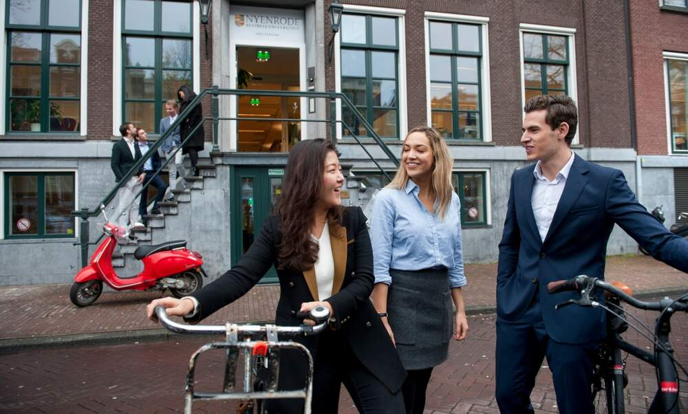 The Nyenrode Business Game: Get a taste of the real deal!