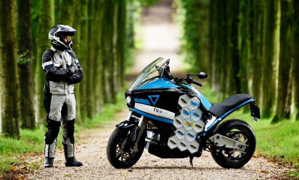 Around the world in 80 days- by Dutch electric motorcycle