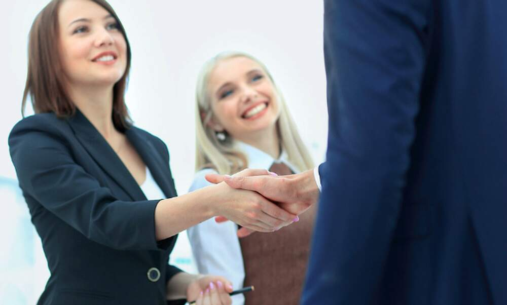 Changing employers as an expat in the Netherlands: 3 transition examples