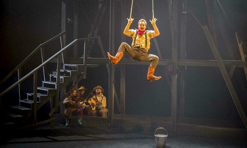 Win tickets to Cirque Eloize's Saloon in Carré