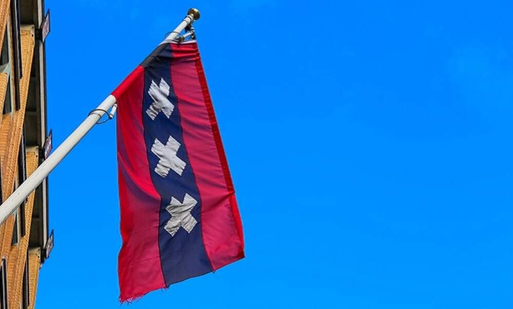 What is the meaning of the XXX on Amsterdam's flag?