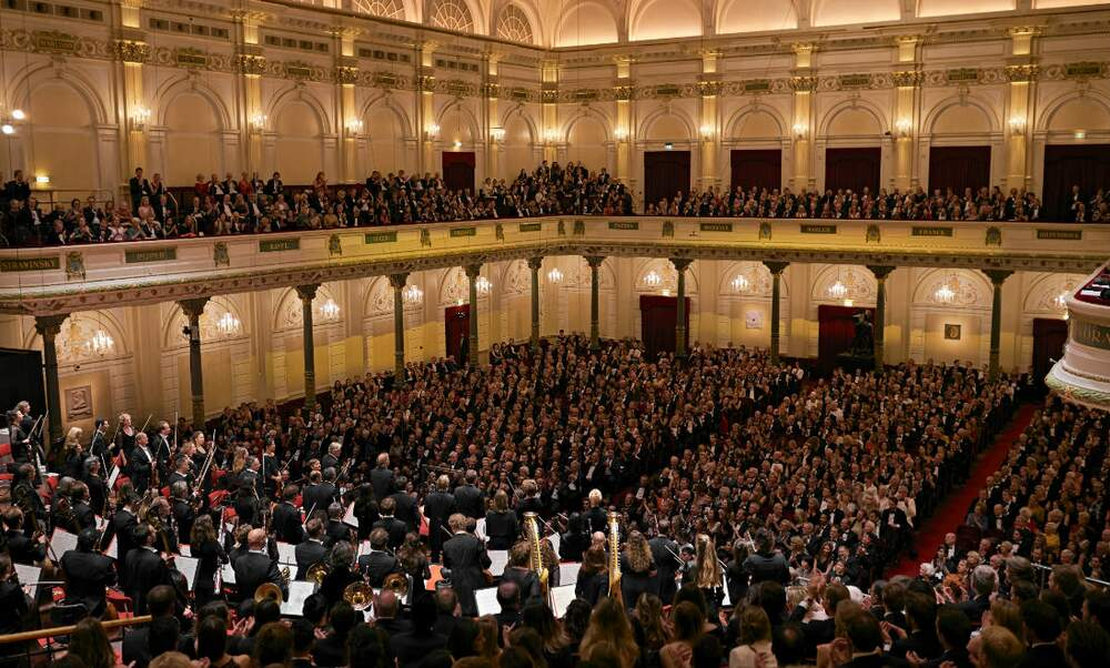 Royal Concertgebouw Orchestra plays Schumann and Brahms