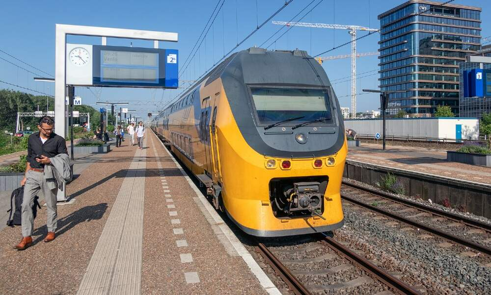 Smoking to be banned at all Dutch train stations this year