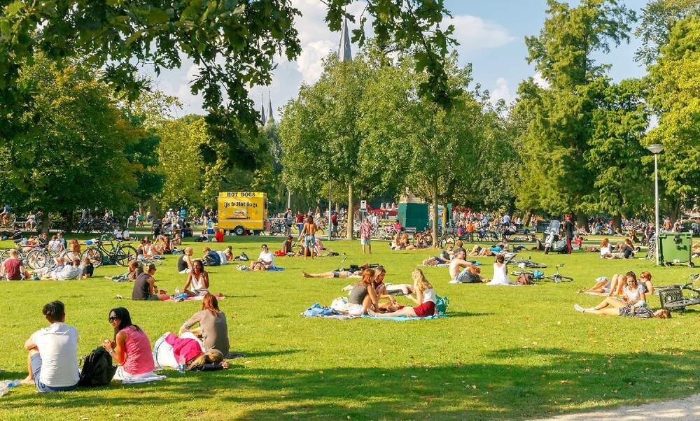 Mayor wants to introduce an alcohol ban for Amsterdam parks