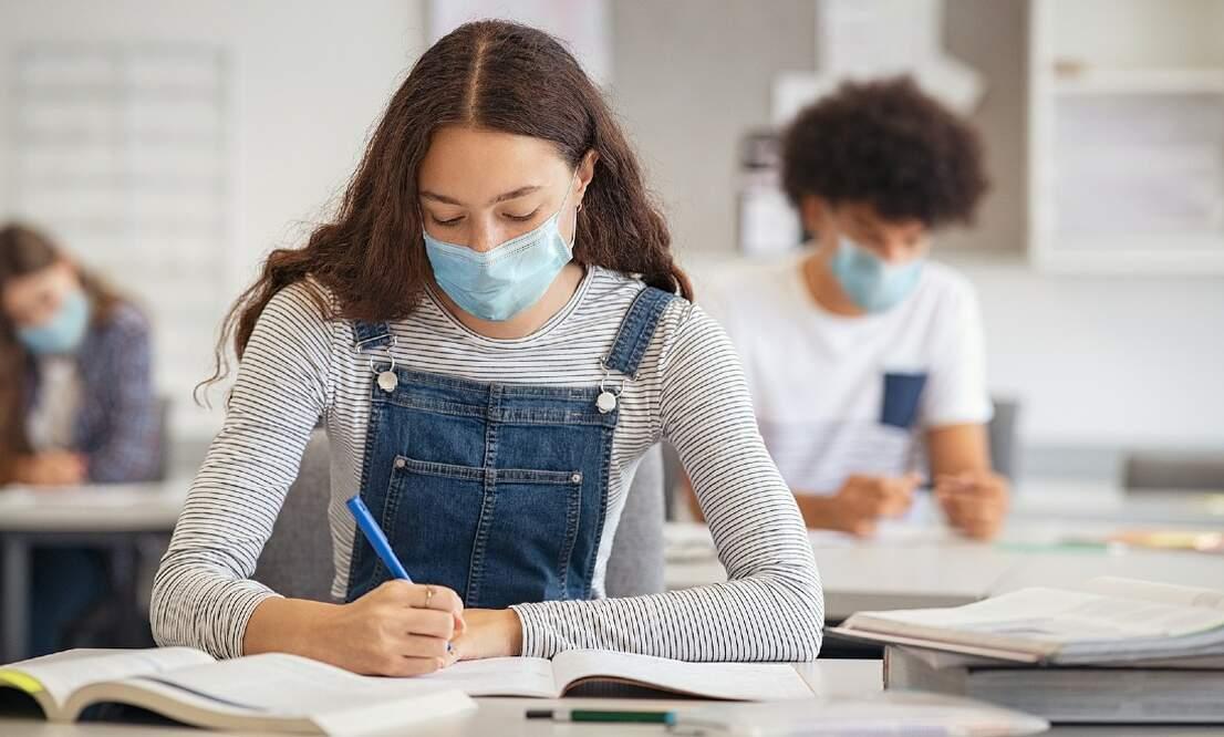 Epidemiologist calls for more coronavirus measures in schools