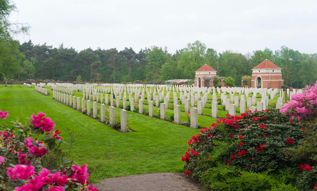[Video] Dutch Holidays: Remembrance Day (Dodenherdenking)