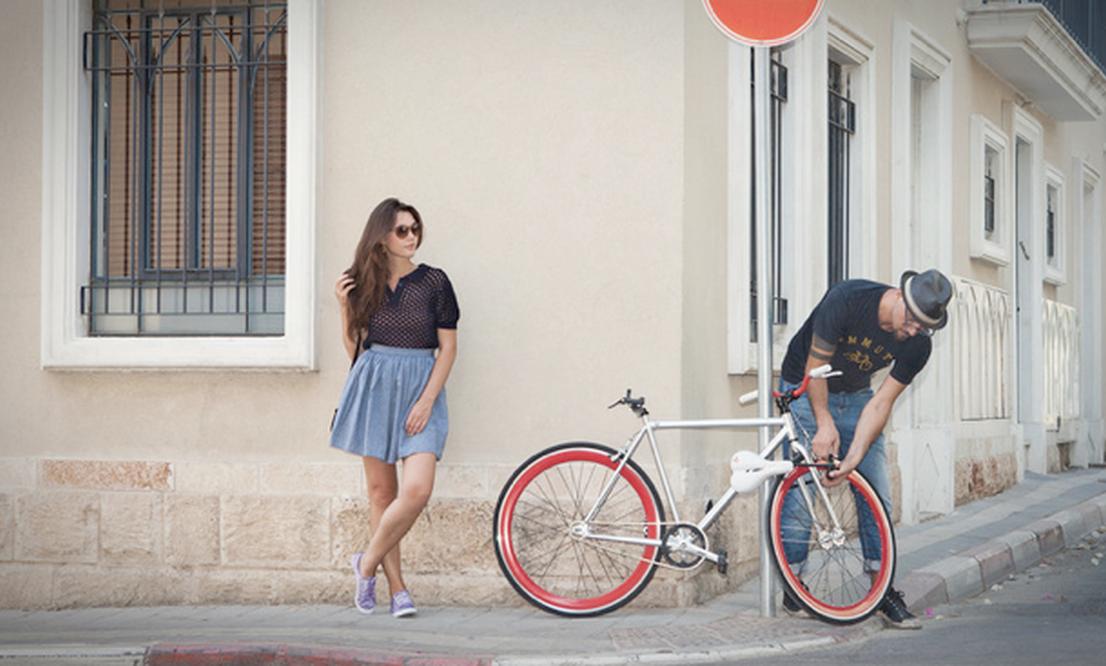 Seatylock: a bike seat and sturdy lock in one