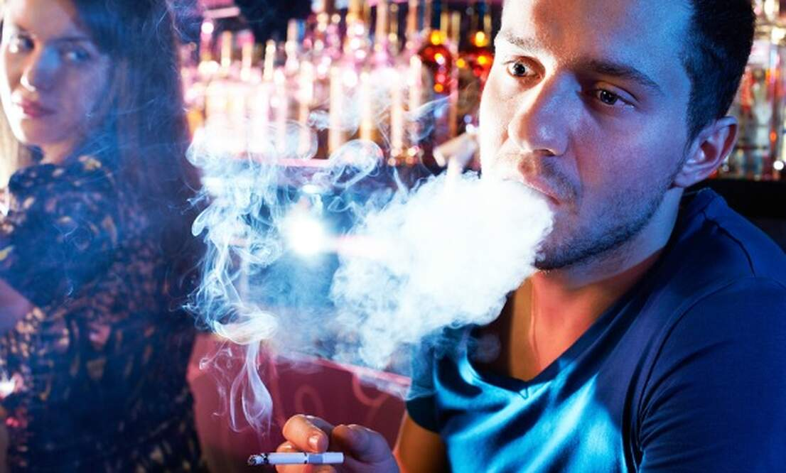 Smoking slowly dying off in Dutch bars