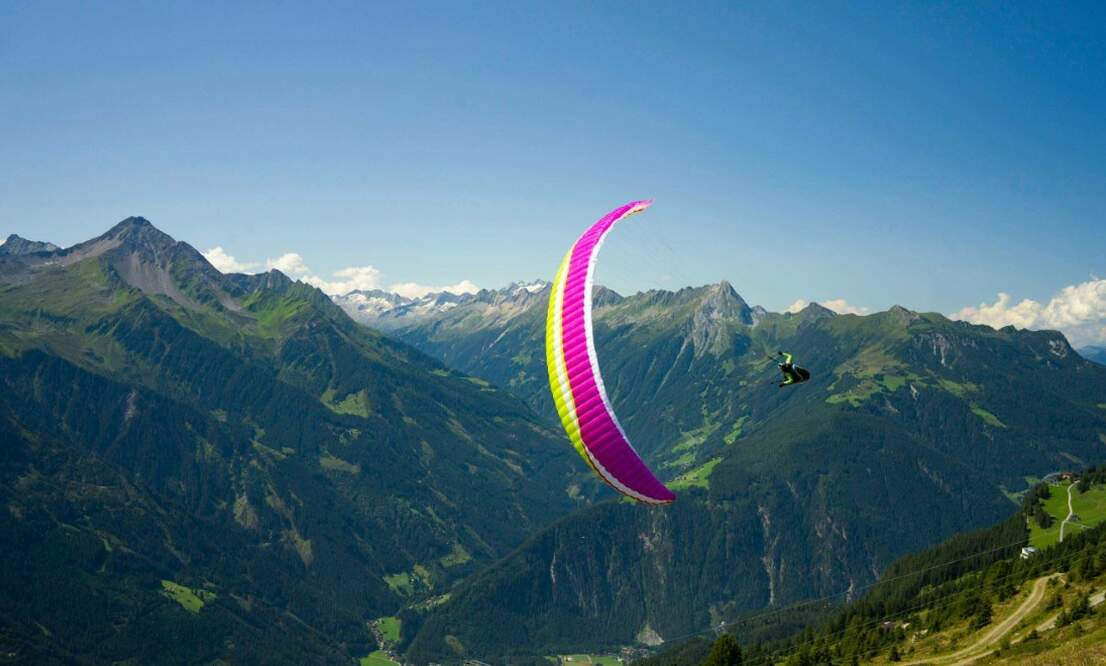 Come and fly with Paragliding Holland in the Italian Alps