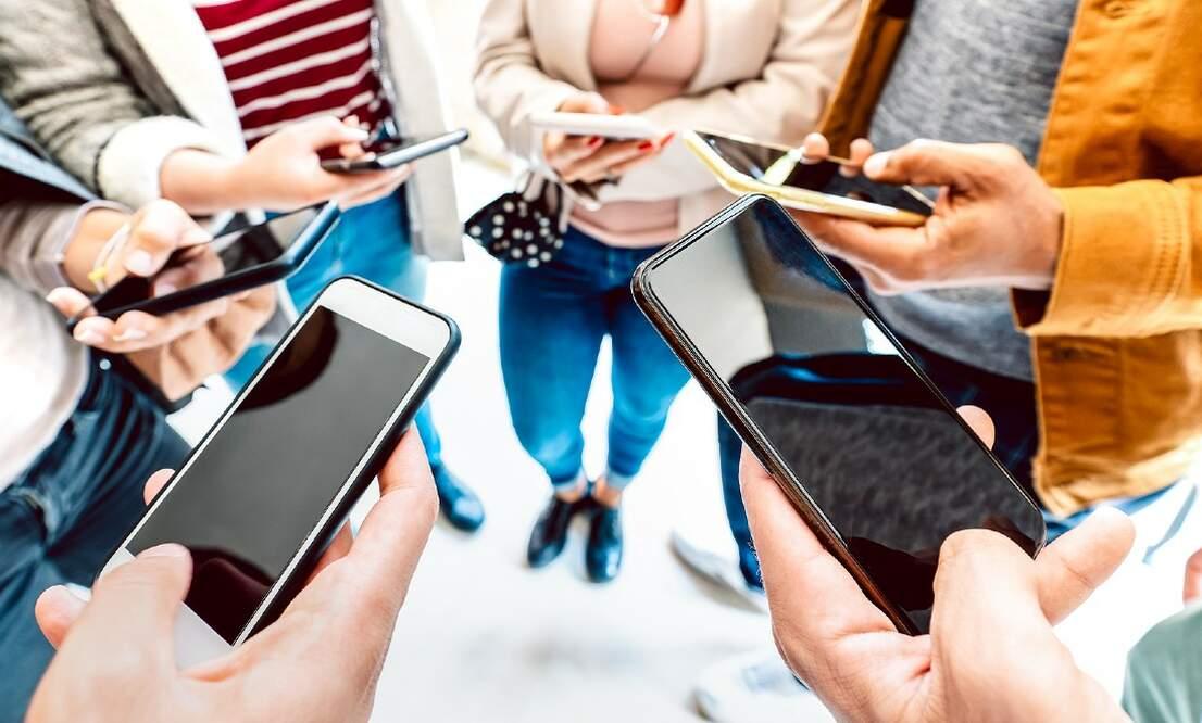 Social media burnout: 5 negative effects