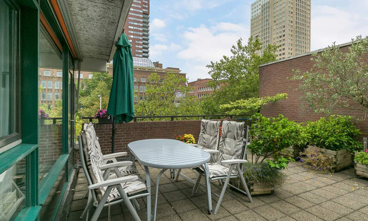 Spacious 2 bedroom apartment with a huge patio - Including utilities, basement and underground parking! - Upload photos 2