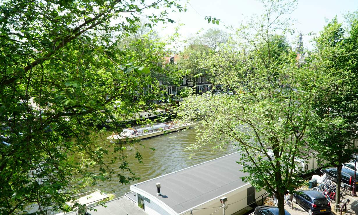 Apartment in 17th century Canal House - stellar view (with workplace)  - Upload photos 13