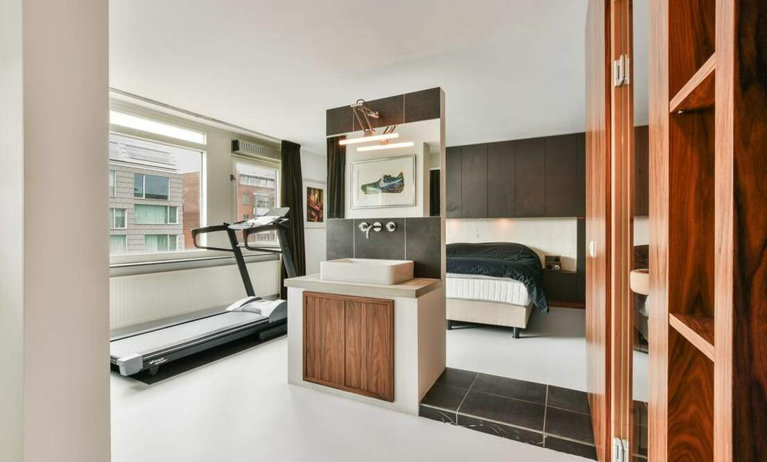 €2,250 / 1br - 125m2 - Unique 1 Bedroom Apartment Available Now (Amsterdam Center) - Upload photos 10