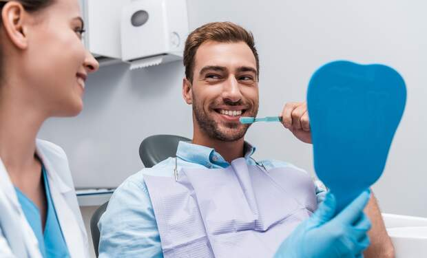 Lassus Tandartsen: Go to the dentist before or after work!