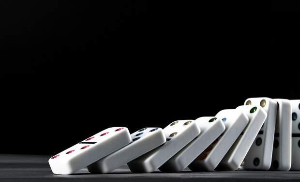 [Video] Dutchie breaks world record for toppling mini dominoes