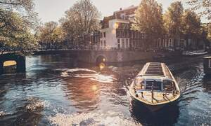 Settle Service: Take a VR orientation tour of Amsterdam & Rotterdam!