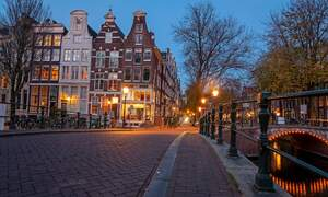 Amsterdam misses out on top 10 spot for expat-friendly cities