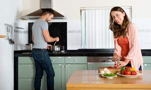 Who does the dishes? Dutch gender roles in 2014