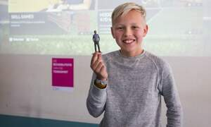 Dutch students get photorealistic 3D-printed 'school photo'