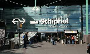 Schiphol overcrowded and airlines cancel flights to holiday destinations