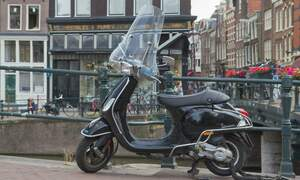Amsterdam to move scooters off the cycle path in 2019