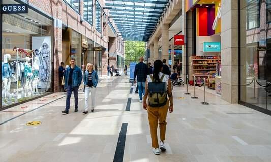Amsterdam mayor: Relax coronavirus measures for young people