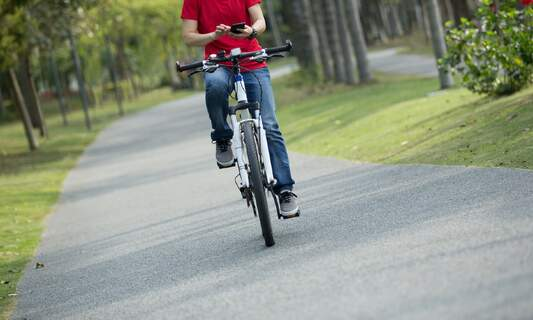 Texting whilst cycling: Over 21.000 fines issued in the Netherlands