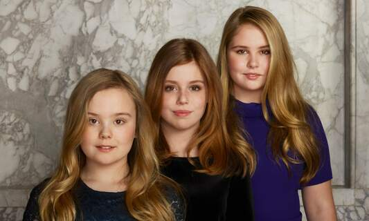 Dutch princesses return from Greek holiday 3 days after king