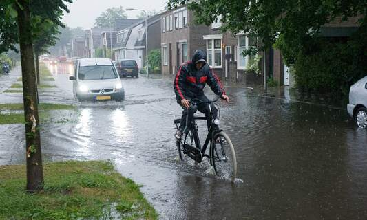 Code yellow storm warning for the Netherlands, flooding in Friesland