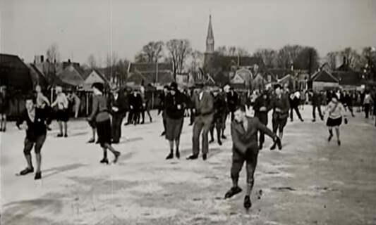 [Video] Vintage 1930s footage of ice skating in the Netherlands