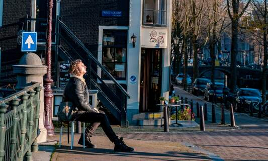 How does the Netherlands' happiness compare to its COVID-19 response?