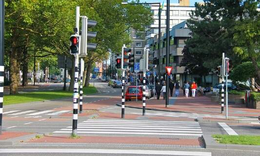 Tilburg launches app trial to help the elderly cross the road
