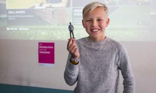 Dutch students get photorealistic 3D-printed 'school photo'