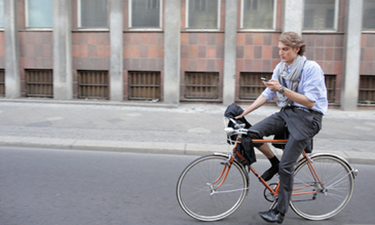 Dutch government finds bikes and texts a dangerous mix