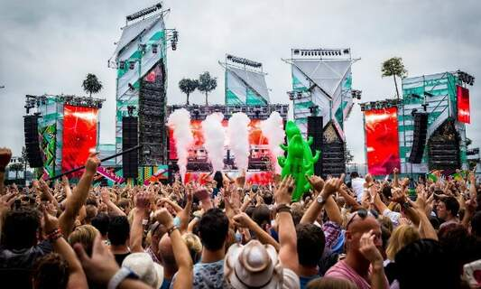 Win two double tickets to Extrema Outdoor 2015!